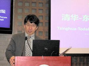 写真:「清華東大長城フォーラム」で話をする吉見俊哉・東大大学院教授=13日、清華大
