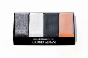写真:日本百貨店協会が売り出したジョルジオ・アルマーニのチャリティーマフラー