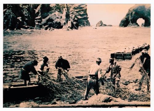 1936年、竹島周辺で漁をする日本人の漁師たち=個人蔵
