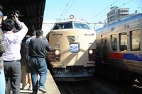 JR九州は2015年10月18日、485系特急電車の最終運行を行った。JR大分駅を出発し、門司港駅に立ち寄り、小倉総合車両センターまで「ラストラン」した。JR門司港駅は多くの「撮り鉄」でにぎわった=北