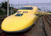 新型の試験車両「ドクターイエロー」=2000年10月5日午後2時すぎ、JR東海浜松工場で
