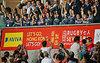 アジア予選の香港大会で1位通過を決め、喜ぶ日本の選手たち=AP