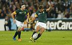 PGを狙う南アフリカのポラード(右)=ロイター
