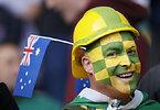 試合開始を待つオーストラリアのサポーター=AP