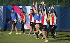 練習をする日本代表の選手たち=ロイター