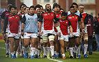 試合前の日本代表のリーチ主将(中央)と選手たち=ロイター
