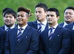 ウォリック城で歓迎レセプションに出席した五郎丸(中央)ら日本代表の選手たち=ロイター