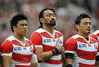 試合前、国歌斉唱する日本の(右から)五郎丸、大野、立川=AP