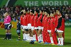 試合前、整列する日本の選手たち=ロイター