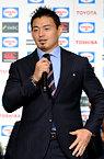 記者会見で質問に答える五郎丸歩選手=13日午後5時28分、東京都港区、井手さゆり撮影