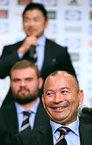 会見で笑顔を見せるエディ・ジョーンズヘッドコーチ=2015年8月31日、西畑志朗撮影