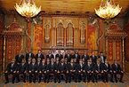 歓迎セレモニーで記念撮影をする日本代表の選手たち=ロイター