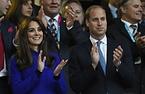 スタンドから拍手を送るウィリアム王子とキャサリン妃(左)=ロイター