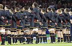 試合前、整列するウェールズの選手たち=ロイター