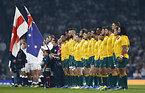 国歌斉唱するオーストラリアの選手たち=ロイター