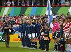 試合前、整列するスコットランドの選手たち=ロイター