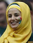笑顔を見せる南アフリカのサポーター=AP