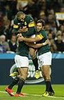 クリエルのトライに喜ぶ南アフリカの選手たち=ロイター