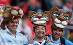 試合開始を待つアルゼンチンサポーター=AP
