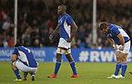 試合に敗れ、肩を落とすナミビアの選手たち=ロイター