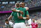 トライを決め喜ぶアイルランドのアールズ(手前)とジボ=ロイター