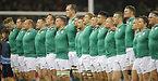 試合前、国歌斉唱するアイルランドの選手たち=AP