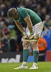 試合に敗れ、肩を落とすアイルランドのヒースリップ=ロイター