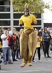 スタジアムの外でカンガルーの格好をするオーストラリアのサポーター=ロイター