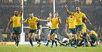 スコットランドを逆転で下し、喜ぶオーストラリアの選手たち=ロイター