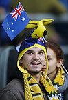 試合開始を待つオーストラリアのサポーター=ロイター
