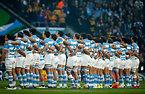 試合前、国歌斉唱するアルゼンチンの選手たち=AP