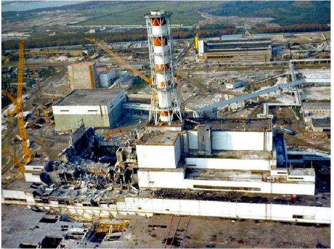 事故直後のチェルノブイリ原発4号機=アレクサンドル・ボロウォイ博士提供