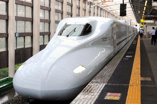 写真:山陽・九州新幹線「みずほ」「さくら」の最新型車両=中里友紀撮影