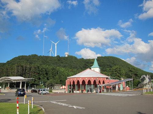 写真:ウェスパ椿山の駅は遊園地のような感じだ
