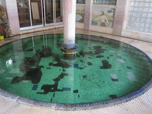 写真:喜至楼のローマ風呂。何ともいえずノスタルジックだ