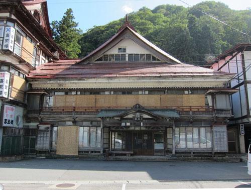 写真:瀬見温泉の喜至楼。山形で最古の旅館建築物で文化財的風格を漂わせている