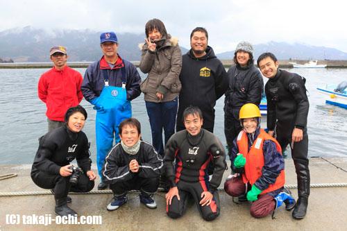 写真:今回、がれき撤去作業に参加したダイバーたち。後列右から3人目がくまちゃんこと、佐藤寛志さん