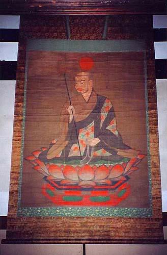 写真:僧形八幡神像。「仏教に帰依して、国家鎮護の守護神となる」との神託をくだした八幡神は、奈良時代末に「八幡大菩薩」の称号が与えられた。善法律寺蔵