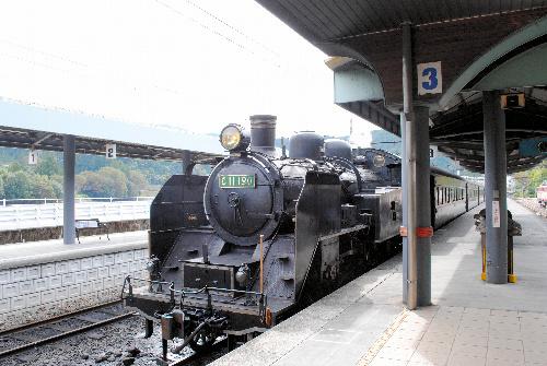 写真:大井川鉄道大井川本線のSL=静岡県の千頭駅