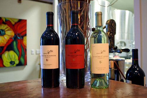 写真:自慢のワインたち。「好きなものを好きなだけ」と心ゆくまで飲ませていただきました