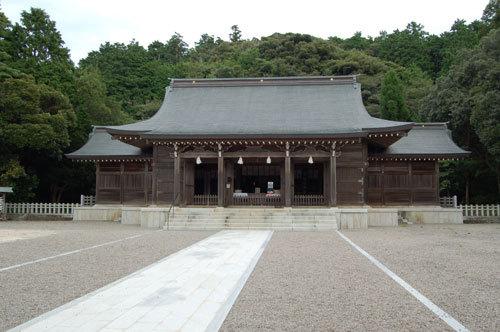 写真:海士の隠岐神社。ここ数年は縁結びや開運の神様として、神社巡りをする女性に人気