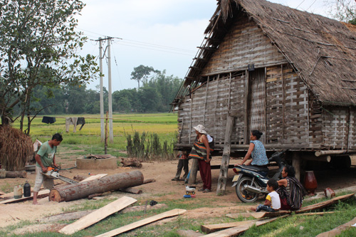 写真:観光客を受け入れているムレン村ですが、そのくらしぶりはのんびり。物売りなどもなく、平和な日常風景を垣間見ることができます