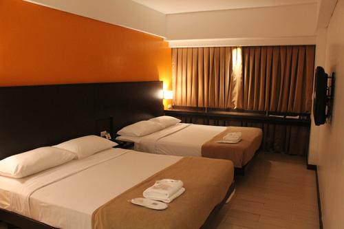 写真:「リゾートワールドマニラ」にはホテルが三つ。これは昨年オープンしたバジェット型のレミントンホテルマニラのスタンダードルーム。1室3900フィリピンペソ(約7410円)から(税サ別)