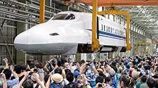 「空飛ぶ新幹線」最後の夏 JR東海浜松工場で検査作業