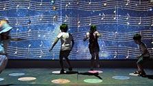 五線譜は天の川 デジタルアートを子ども楽しむ 大阪