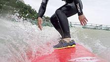 人工サーフィン施設、寄せる人波 神戸にオープン