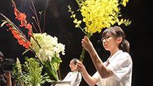香川)香川発祥の「花いけバトル」 14チーム激突