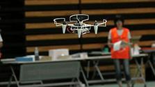 「飛行ロボ」自作、華麗に技競う 学生34チームで大会