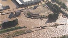 河川氾濫、車の上で救助待つ 避難所も冠水 北海道