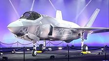 最新鋭ステルス機F35、空自配備1号機を米で初公開
